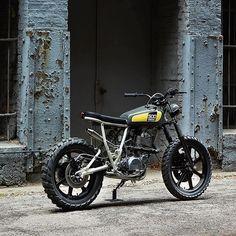 @FederalMoto x @PowderMonkees custom '78 Yamaha SR500 collab.
