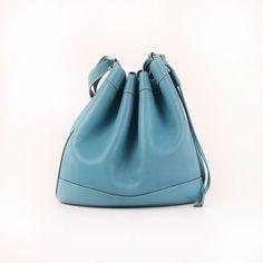 Hermès Market Bucket Bag in Blue Jean Clémence leather.