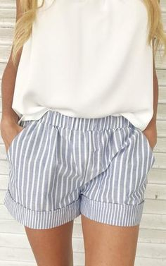 Blue and white striped shorts. Blue and white striped shorts. Shorts with cuffs. Classy Outfits, Casual Outfits, Summer Outfits, Cute Outfits, Emo Outfits, Blue And White Shorts, Striped Shorts, Blue And White Outfits, Pastel Shorts