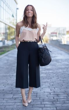 I like these culottes. I would wear an actual blouse, though. Mode Outfits, Office Outfits, Chic Outfits, Fashion Outfits, Womens Fashion, Fashion Casual, Office Wear, Office Looks, Office Fashion