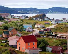That peach house used to be my Grandpa's!! Twillingate, Newfoundland♡