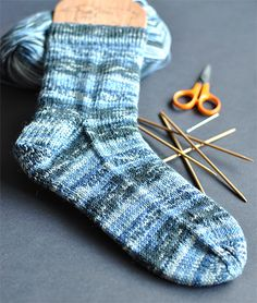 Best newbie sock knitting tutorial. Great explanation of toe finishing.
