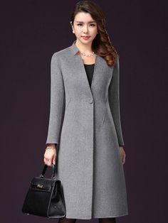 Áo khoác dạ váy cao cấp 1 cúc cổ xẻ thời trang TA441 mang đậm hơi thở của phong cách Hàn Quốc hiện đại, kiểu dáng sang trọng và tinh tế, giúp quý cô dễ dàng kết hợp cùng nhiều trang phục khác nhau như quần skinny, áo len, váy liền thân. Mix nhẹ nhàng cùng các trang sức màu sáng sẽ khiến quý cô quý phái, sang trọng gấp bội phần.