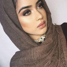 World Most Beautiful Woman, Beautiful Muslim Women, Beautiful Hijab, Beautiful Eyes, Beautiful Outfits, Middle Eastern Makeup, Natural Glowy Makeup, Hijab Makeup, Girl Hijab