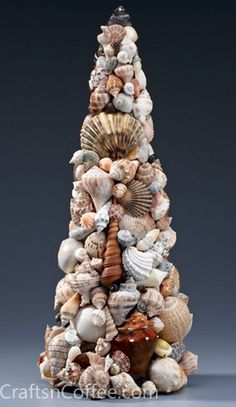 What a stunning Seashell Mosaic Topiary Cone! Learn how to make one CraftsnCoffee.com. (Lots of beach theme crafts here!) ni