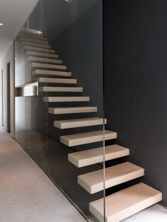 Mind-blowing spiral staircase - visit our short post for lots more choices! House Staircase, Open Staircase, Floating Staircase, Staircase Design, Staircases, Open Trap, Cantilever Stairs, Modern Stairs, Interior Design Living Room
