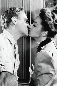 James Cagney and Olivia De Havilland in The Strawberry Blonde A fun film that also stars Rita Hayworth and Alan Hale Hollywood Actor, Golden Age Of Hollywood, Vintage Hollywood, Hollywood Actresses, Classic Hollywood, Actors & Actresses, Hollywood Images, Old Movie Stars, Classic Movie Stars