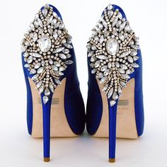 Blue wedding shoes & the history of the blue bridal shoe trend. Blue bridal shoes from Badgley Mischka & colorful bridal shoes styles at Perfect Details. Blue Bridal Shoes, Blue Shoes, Blue Pumps, Royal Blue Heels, White Shoes, Shoes 2018, Prom Shoes, Dress Shoes, Crazy Shoes