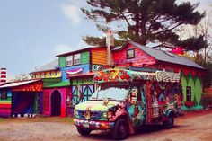 This Secluded Cabin In Woodstock, New York Has Been Transformed Into A Colorful Wonderland | Deveoh!