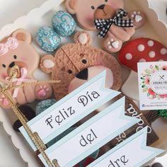 Las cookies son surtidas, con la temática de Papá oso y bosque, podemos modificar la cantidad de ositos según la cantidad de niños. Place Cards, Place Card Holders, Instagram, Happy, Woods