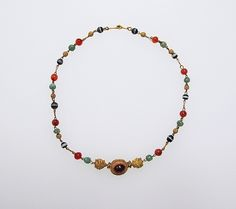 Gold, emerald, carnelian, banded onyx, with central cabochon garnet. Early Imperial Rome century A. Byzantine Jewelry, Renaissance Jewelry, Ancient Jewelry, Emerald Necklace, Beaded Necklace, Necklaces, Roman Jewelry, Jewelry Showcases, Precious Metal Clay
