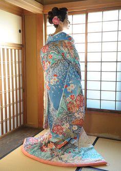 authentic japanese kimono low back neckline Japanese Outfits, Japanese Fashion, Asian Fashion, Japanese Wedding Kimono, Japanese Kimono, Yukata, Traditional Fashion, Traditional Dresses, Kimono Chino