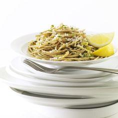A simple pasta recipe with bold lemony flavor: Leek & Lemon Linguine #DinnerTonight