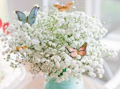 GIPSÓFILA OU MOSQUITINHO NA DECORAÇÃO DA SUA FESTA! Uma florzinha tão pequenininha e singela tem tamanho poder de decoração e variação de estilos… Sim, estou falando da Gipsófila, também conhecida como Mosquitinho, na decor do seu casório. Que tal?