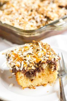 This Girl Scout cookie-inspired Samoa Poke Cake is a decadent dessert that'll have you craving all things chocolate, caramel, and coconut! Summer Dessert Recipes, Healthy Dessert Recipes, Easy Desserts, Sweet Desserts, Cupcake Recipes, Easy Recipes, Caramel Recipes, Banana Recipes, Delicious Cake Recipes
