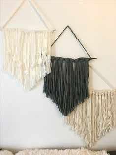 diy wall decor Home decoration can also be DIY, use our imagination to dress up our warm home! Do you have any good home improvement methods? Buy some solid or colorful tape to decorate Yarn Wall Art, Yarn Wall Hanging, Hanging Storage, Wall Hangings, Creative Home, Creative Decor, Creative Storage, Diy Wall Decor, Diy Home Decor