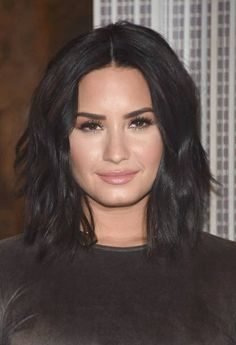 Demi Lovato 2017, Demi Lovato Hair, Granite Mountain Hotshots, Messy Lob, Jennifer Connelly, Celebrity Makeup, Aging Gracefully, Celebs, Celebrities