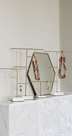 16 ideas DIY jewelry mirrors stand for 2019 – … - DIY Schmuck Inspiration Diy Jewelry Mirror, Marble Jewelry, Jewelry Organizer Wall, Jewelry Stand, Jewelry Organization, Cute Jewelry, Modern Jewelry, Beaded Jewelry, Handmade Jewelry