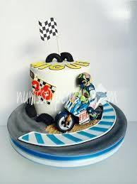 Afbeeldingsresultaat voor cake valentino rossi Buttercream Filling, Chocolate Buttercream, Bike Cakes, Edible Printing, Vanilla Sponge, Chocolate Sponge, Themed Birthday Cakes, Valentino Rossi, Cakes For Boys