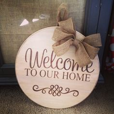 57 Ideas for diy wood door hanger wall hangings Rustic Signs, Wooden Signs, Burlap Door Hangers, Decoupage, Craft Show Ideas, Wood Cutouts, Wooden Crafts, Dyi Crafts, Front Door Decor