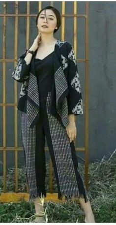 Kaftan Batik, Batik Kebaya, Blouse Batik, Batik Dress, Batik Fashion, Ethnic Fashion, Fashion Pants, Fashion Outfits, Womens Fashion