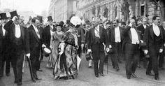 El saludo al pasar frente al pabellón argentino.  http://www.desvandebuenosaires.net/sucesos/el-centenario/