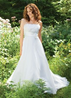 Bridal gown shopping tips for petite women.