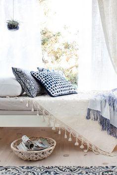 Vicky's Home: Un lienzo en blanco / A blank canvas Interior Design Minimalist, Bohemian Interior Design, Minimalist Decor, Deco Ethnic Chic, Boho Chic, Bohemian Style, Bohemian Rug, Bohemian Living, Boho Gypsy