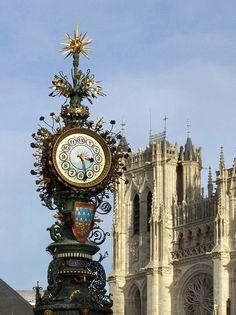 Cathédrale Notre Dame d'Amiens (Somme) - l'Horloge devant la Cathédrale