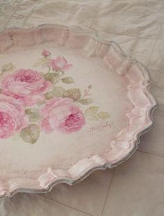 Interesting shabby chic decor examples and snuggly cool tips. Please Try the pin chic ref 3423781690 immediately now. Rose Cottage, Shabby Chic Cottage, Shabby Chic Homes, Shabby Chic Plates, Estilo Shabby Chic, Shabby Chic Style, Decoupage, Deco Rose, Rosalie