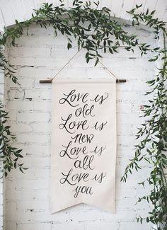 2020 Wedding Trend: Greenery Wedding Color Ideas – Page 11 – Hi Miss Puff Wedding Fabric, Mod Wedding, Purple Wedding, Wedding Colors, Rustic Wedding, Wedding Day, Wedding Ceremony, Wedding Simple, Wedding White