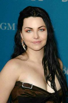 Amy Lynn Lee of Evanescence Hottest Female Celebrities, Beautiful Celebrities, Celebs, Snow White Queen, Heavy Metal Girl, Amy Lee Evanescence, Rocker Girl, Good Looking Women, Perfect Woman