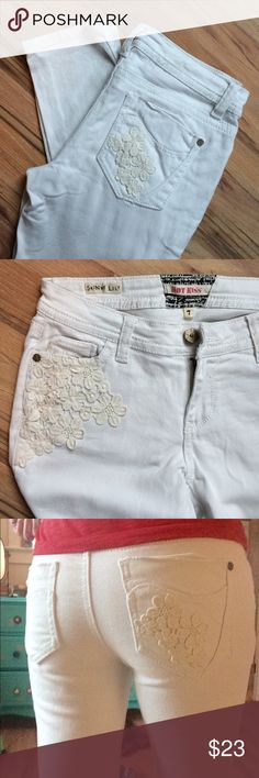 Lace detail jeans! Straight leg white jeans with cute flower lace accents 2 large accent pockets, 1- one flower pocket, 1-plain pocket. Fits size 4/6. I'm 5'9 and they go right to my ankle! (Technically a size 7) Hot Kiss Jeans Ankle & Cropped