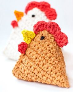 Crochet Bean Bag Chicken FREE Pattern by PetalstoPicots.com