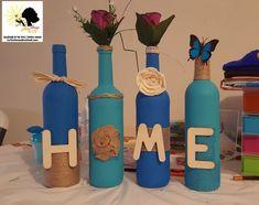 Ensemble de 4 bouteilles decoratives avec un décor fait avec jute, peinture bleue, des lettres en bois Decoration, Collection, Bottle, Jute, Instagram, Home Decor, Wood Letters, Decorative Bottles, Paint