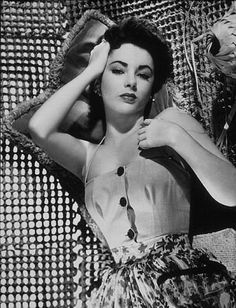 The Queen of the silver screen... Elizabeth Taylor!