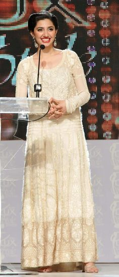 Pakistani actress Mahira at award ceremony
