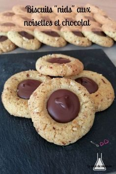 A delicious and original recipe for hazelnut and chocolate heart cookies. Pastry Recipes, Cookie Recipes, Dessert Recipes, Biscuit Cookies, Biscuit Recipe, Biscuit Cake, Martha Stewart, Parfait, Easy Zucchini Recipes