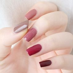 Adding some glitter nail art designs to your repertoire can glam up your style within a few hours. Check our fav Glitter Nail Art Designs and get inspired! Nails Now, My Nails, Perfect Nails, Gorgeous Nails, Simple Nail Art Designs, Nail Designs, Trendy Nails, Cute Nails, Nagellack Trends