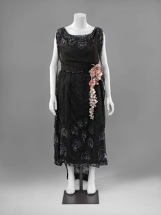 1919-1922, France - Evening dress by Maison Yteb - Silk lace, satin, sequins