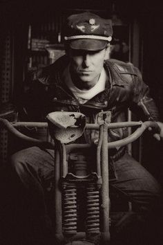 Photo credit Amy Richmond Photography of Mike Wolfe Harley Davidson History, American Pickers, History Channel, Hot Guys, Hot Men, Dog Art, Archaeology, Photoshoot, Black And White