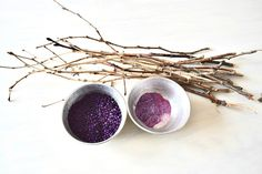 Lavender is such a gorgeous flower both in its looks and smell.  Make these pretty Lavender stems with just some twigs from outside, a little paint, hot glue an…