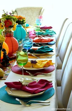 Proper facet of tablescape for Adorning the Desk for a Cinco de Mayo Celebratio. Proper facet of tablescape for Adorning the Desk for a Cinco de Mayo Celebration Mexican Menu, Mexican Party, Jasmin Party, Bbq Pitmasters, Party Fiesta, Silvester Party, Beautiful Table Settings, Birthday Dinners, Deco Table