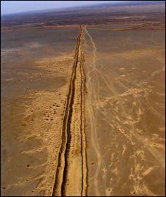 le #mur du Sahara occidental érigé par le Maroc. #frontières