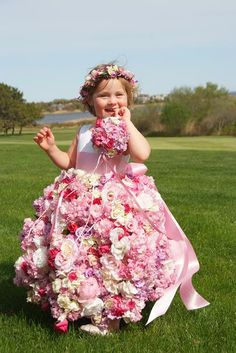 Now that is what I call a flower girl.  It would be so fun to make a dress of flowers...