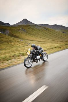 Taverimoto on the Albulapass Style Cafe Racer, Cafe Racer Girl, Custom Cafe Racer, Bmw Cafe Racer, Cafe Racer Motorcycle, Motorcycle Style, Cafe Racers, Bmw Motorcycles, Vintage Motorcycles
