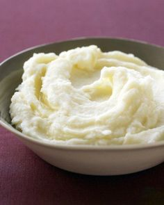 Peeled garlic adds even more flavor to these mashed potatoes recipe from Martha Stewart. To make ahead, complete garlic mashed potatoes recipe, then top with a thin layer of milk. set aside in a warm place. Stir to combine when ready to serve garli Mashed Potatoes Recipe Martha Stewart, Perfect Mashed Potatoes, Martha Stewart Recipes, Mashed Potato Recipes, Easy Garlic Mashed Potatoes, Betty Crocker, Potato Side Dishes, Thanksgiving Side Dishes, Family Thanksgiving