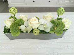 DFEL: Compo Florale - roses avalanche, anthurium vert, orchidées et mousse!                                                                                                                                                                                 Plus