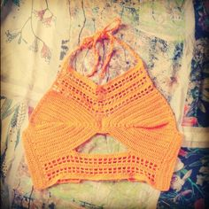 Top cropped - modelo novo #topcrochê #croppedcrochê #cropped #fashion #moda #crochetando #crochet #crochetar #crochetando #produtocirculo #linhas #manual #artesanal #crochêmania #amocrochê #lovecrochet #euquefiz #novidadinha #CamilaLoren