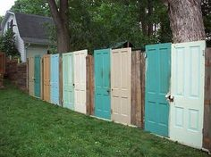 DIY Fence Ideas DIY fence made out of old doors! I was JUST thinking about something like this!DIY fence made out of old doors! I was JUST thinking about something like this! Diy Privacy Fence, Diy Fence, Backyard Fences, Garden Fencing, Fence Ideas, Garden Shrubs, Garden Ideas, Outdoor Privacy, Diy Garden